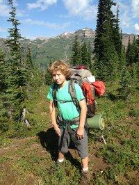 Chłopczyk w górach
